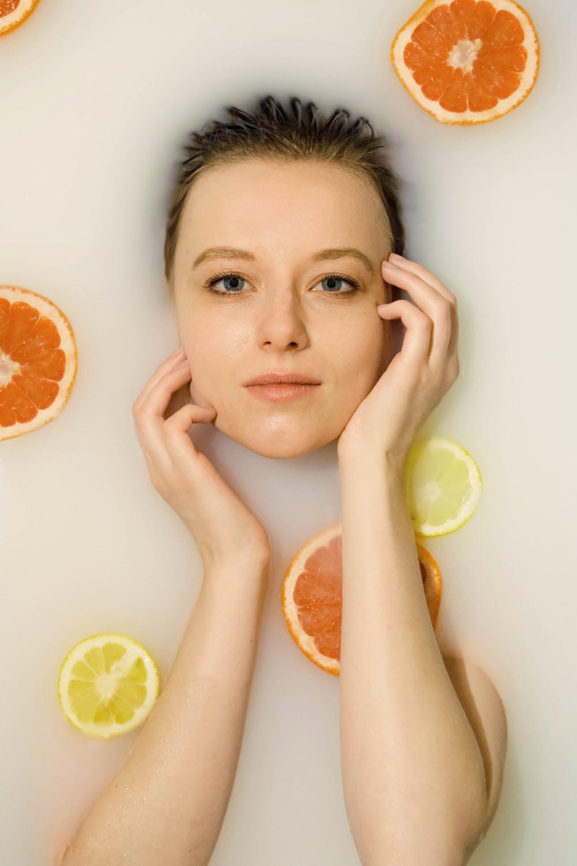 Tạo hương thơm và khử mùi cơ thể đơn giản ngay tại nhà.