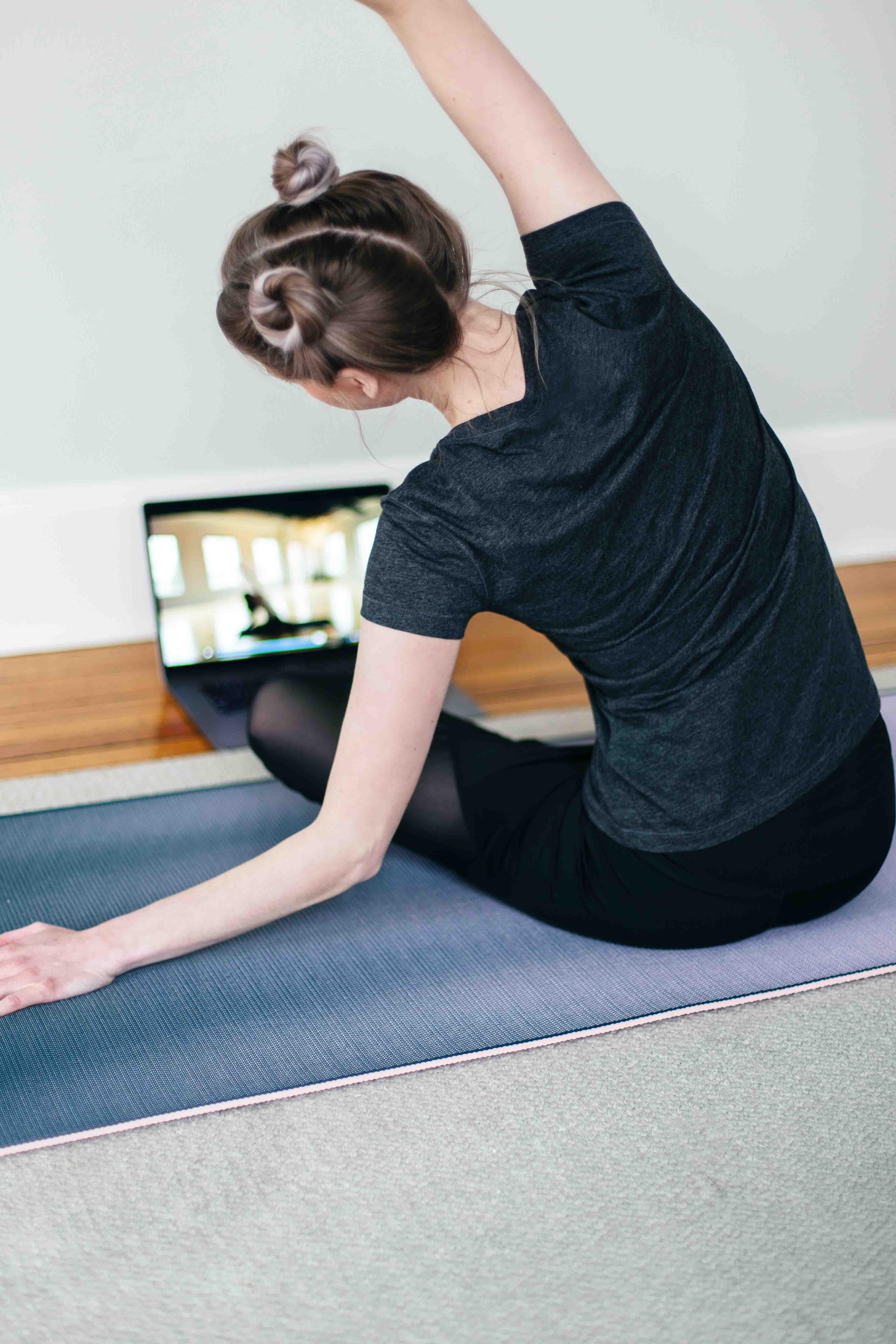 cung hoàng đạo học yoga trực tuyến