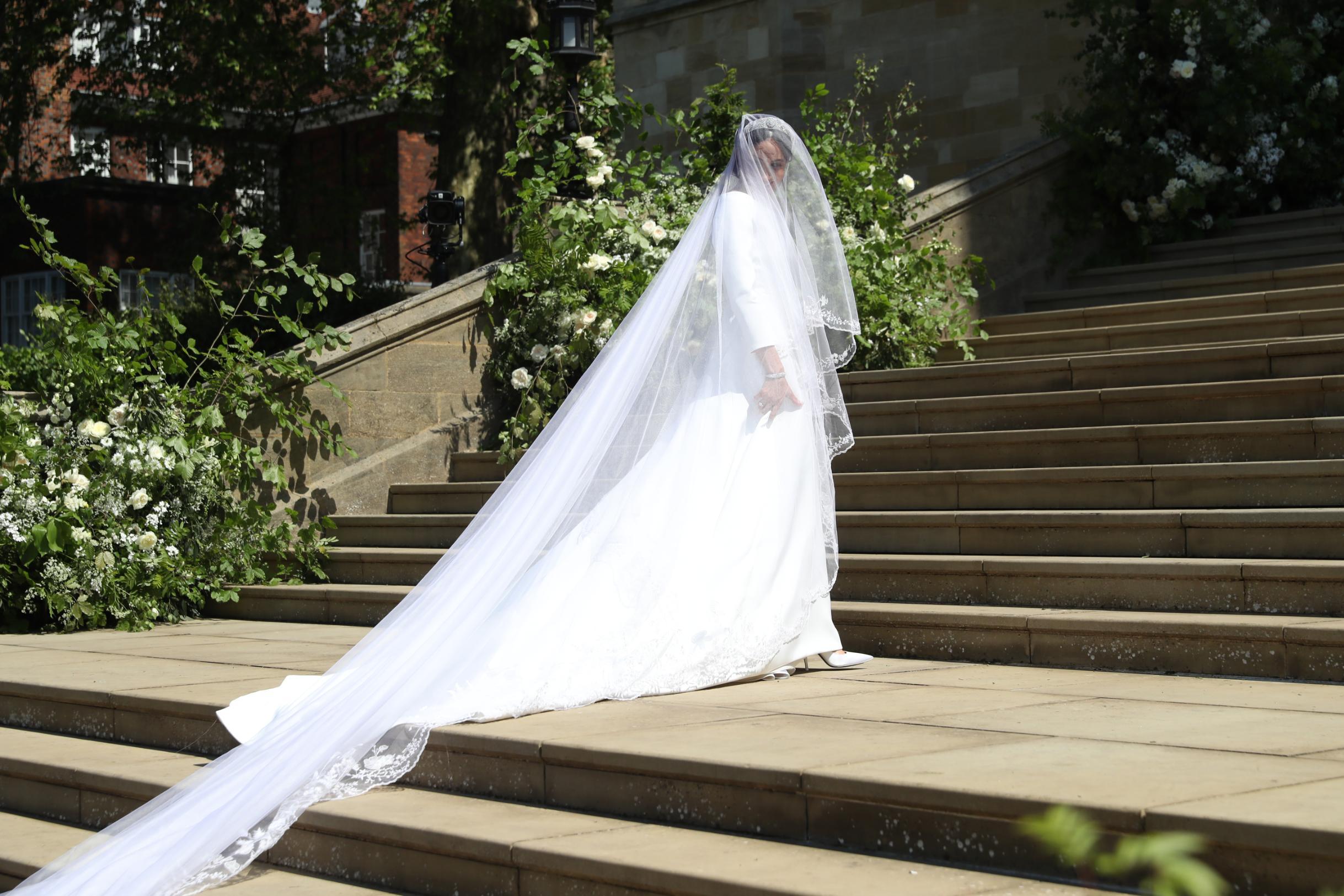 váy cưới của meghan markle từ thương hiệu givenchy