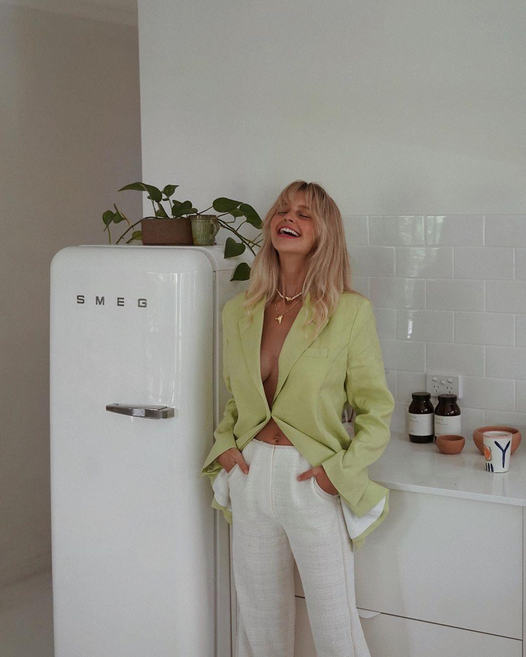 thử thách hautecouchture tại nhà áo vest suit xanh lá quần trắng