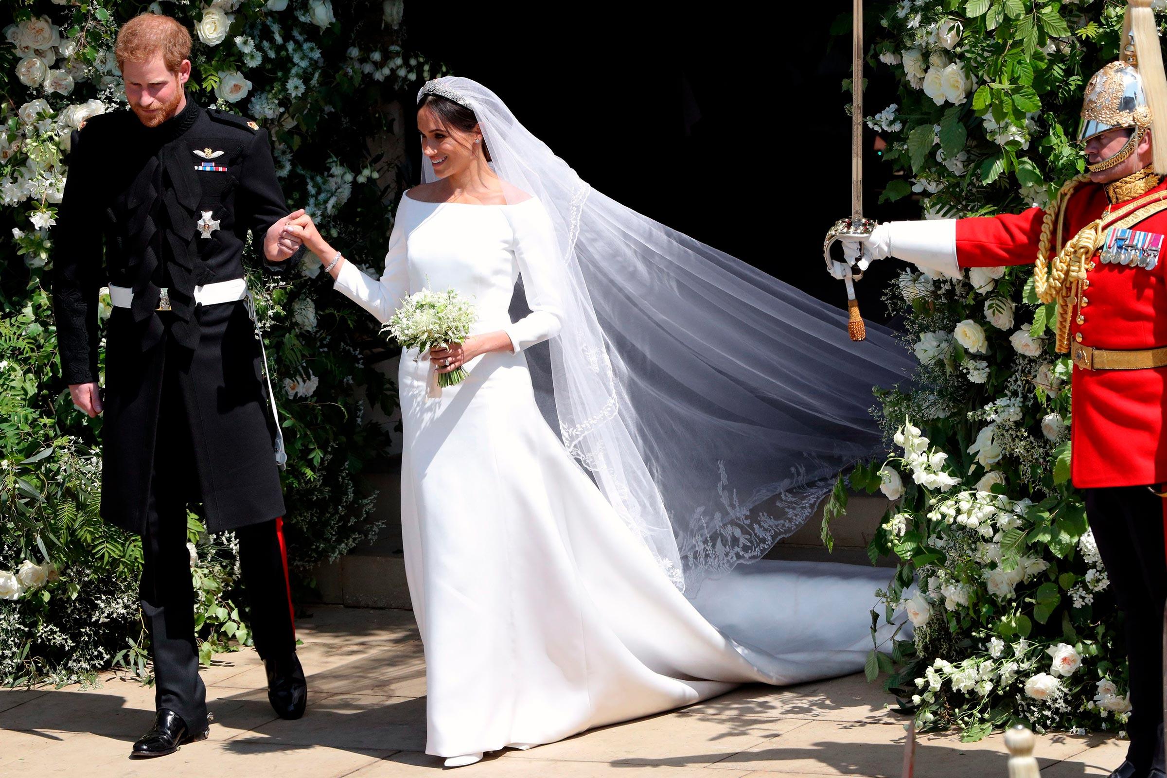 Meghan Markle mặc đầm cưới Givenchy