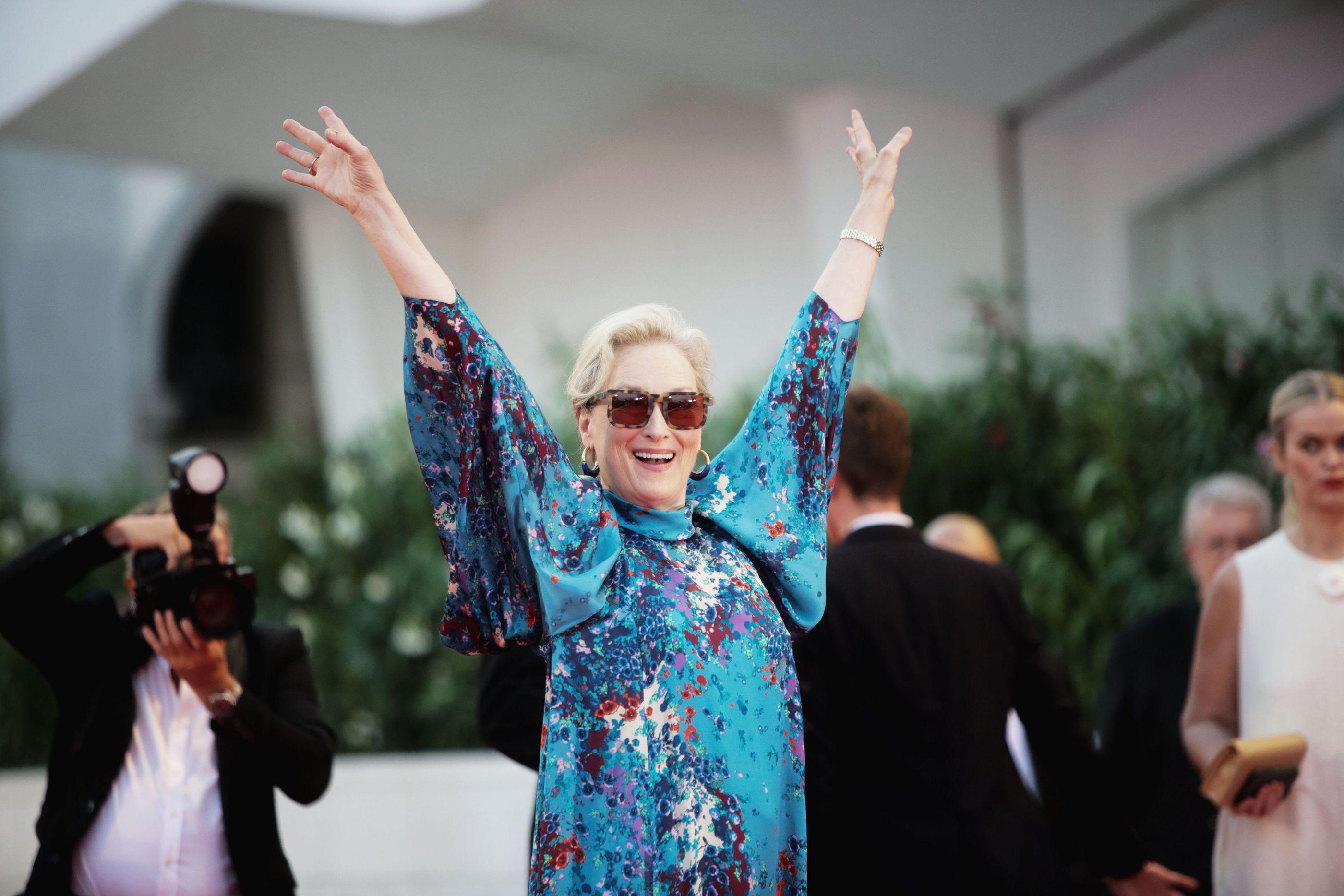 Meryl Streep mặc đầm voan hoa Givenchy tại LHP Venice 2019