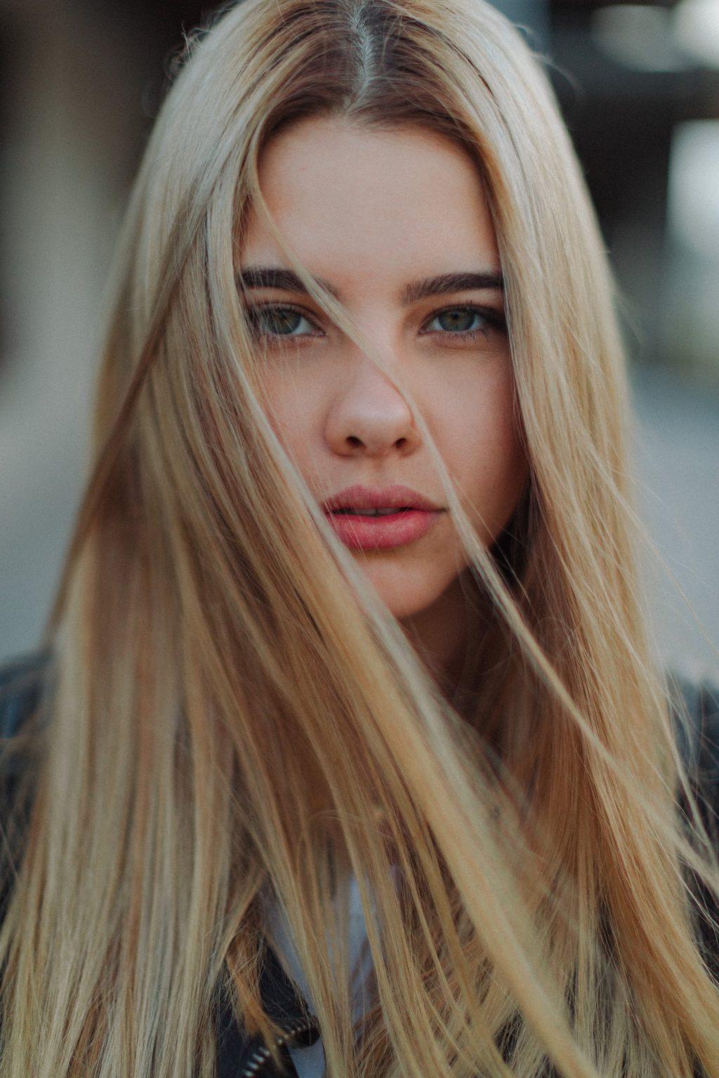 Cách làm mặt nạ-Cô gái tóc vàng.