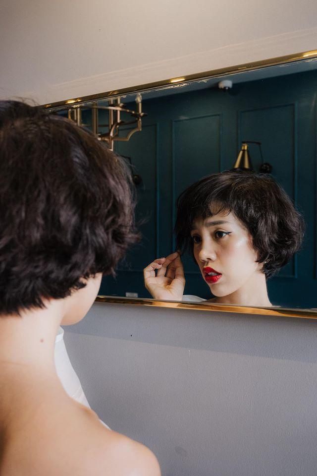 Nicky Khánh Ngọc cách chăm sóc mái tóc xù