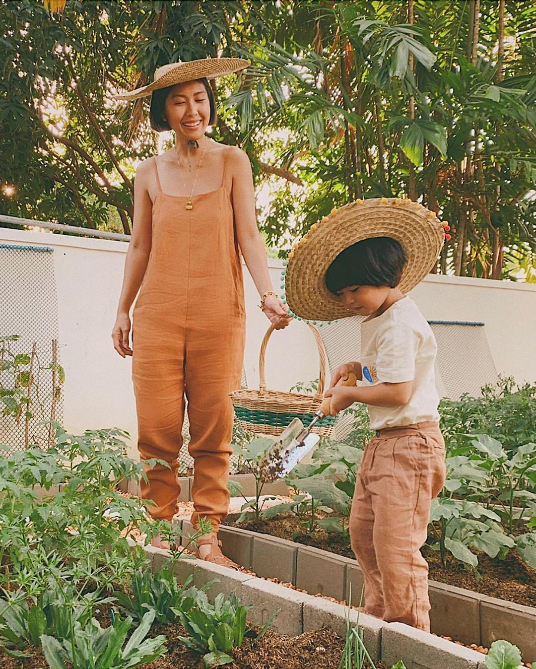Trang phục ở nhà thoải mái cho mẹ với jumpsuit vải linen