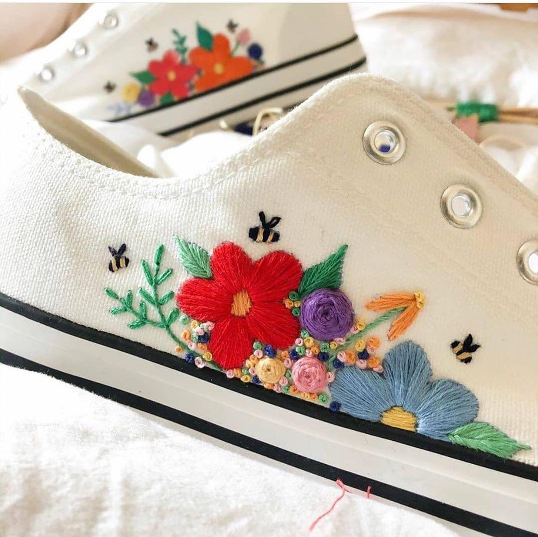 giày thêu tay hoa lá màu sắc