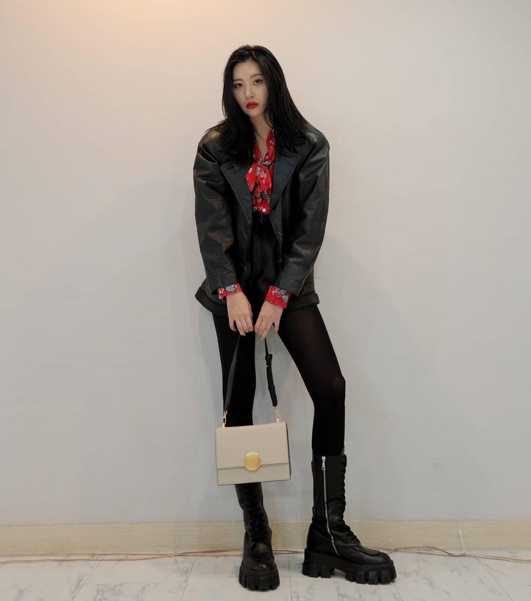 Sao Hàn Sunmi mặc đồ da và mang bốt da