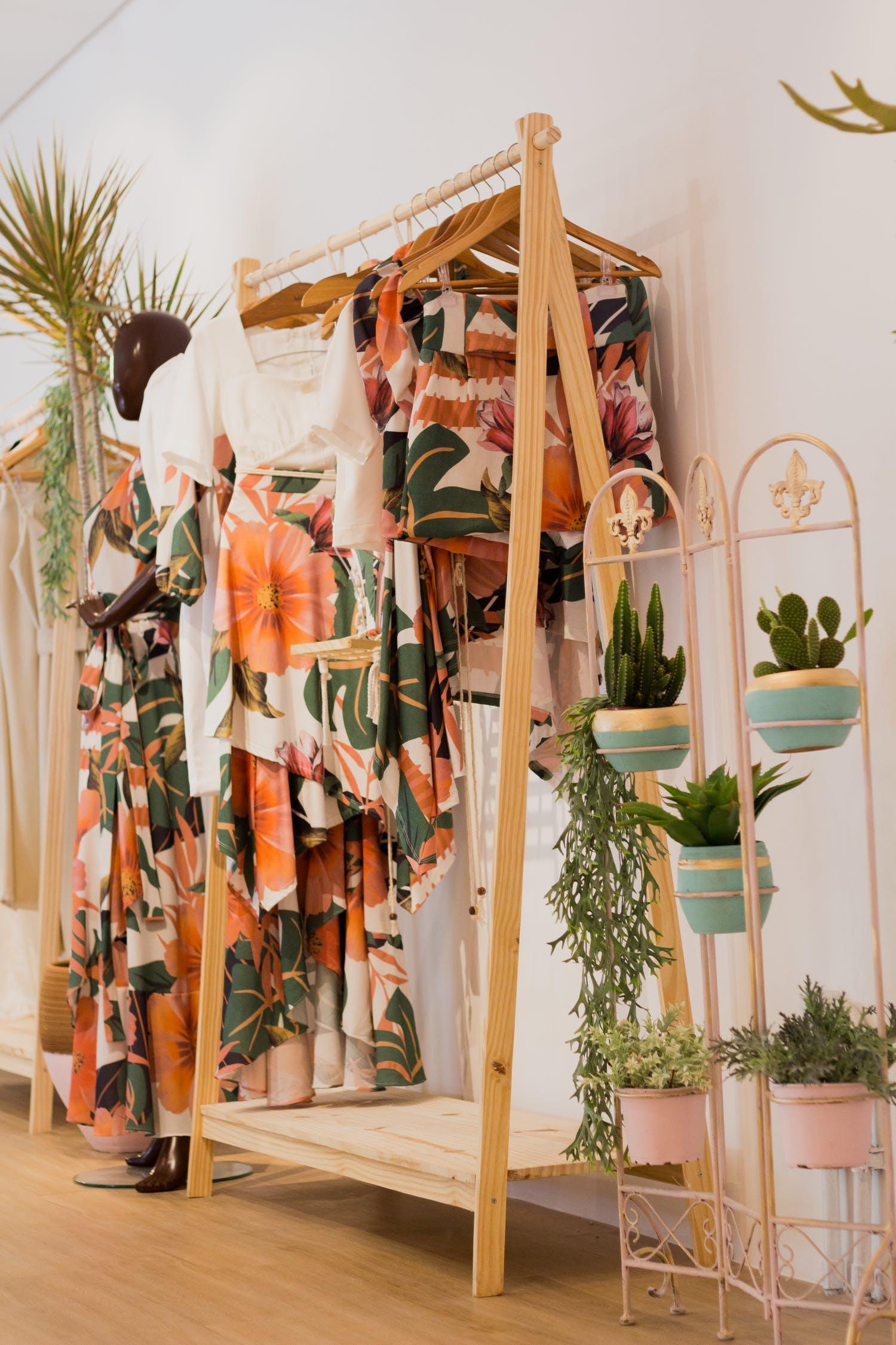 giá treo đồ mùa hè hoa lá phong cách tropical