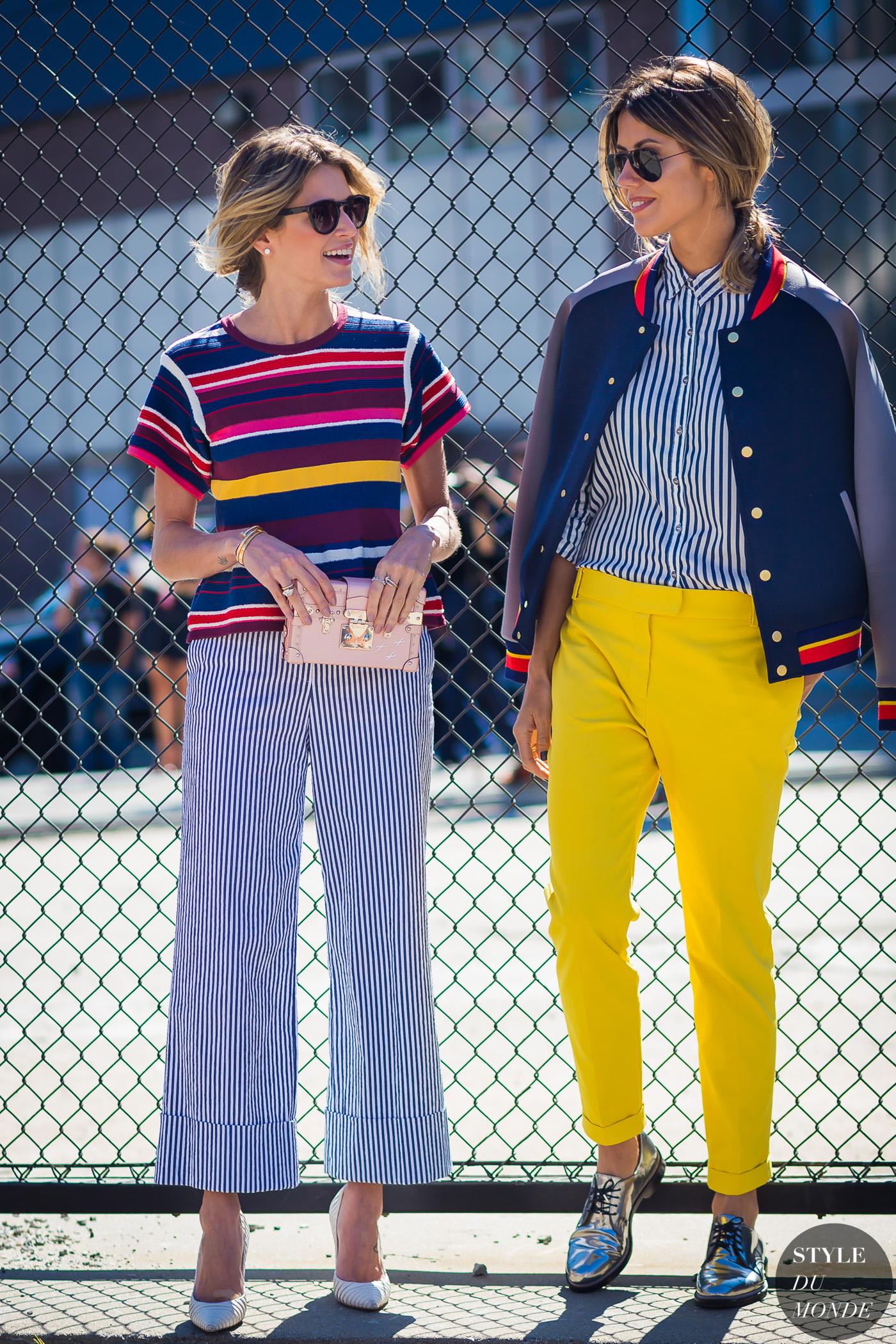 hai cô gái mặc đẹp quần áo đủ màu khác nhau style du monde