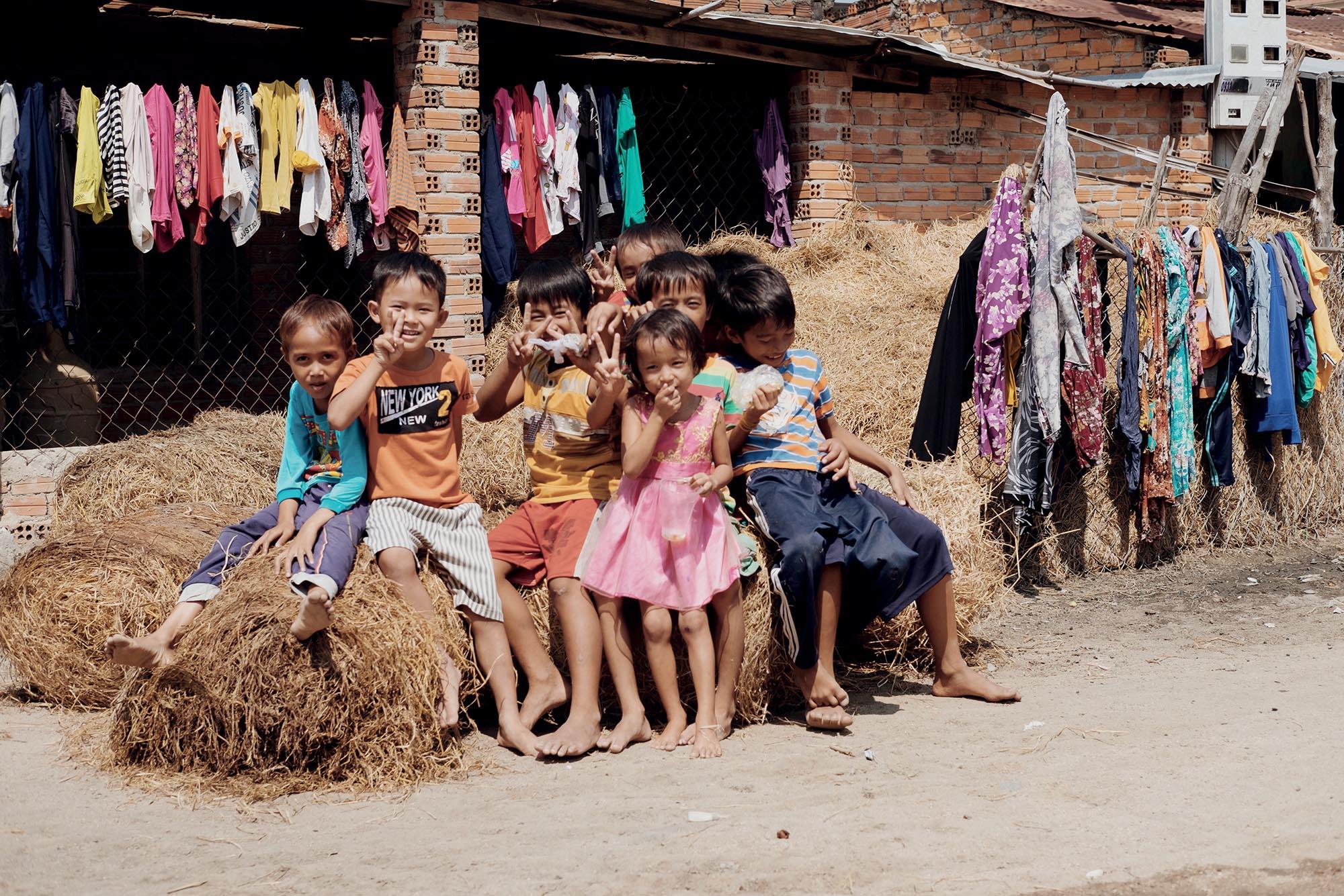 Ninh Thuận các em bé địa phương