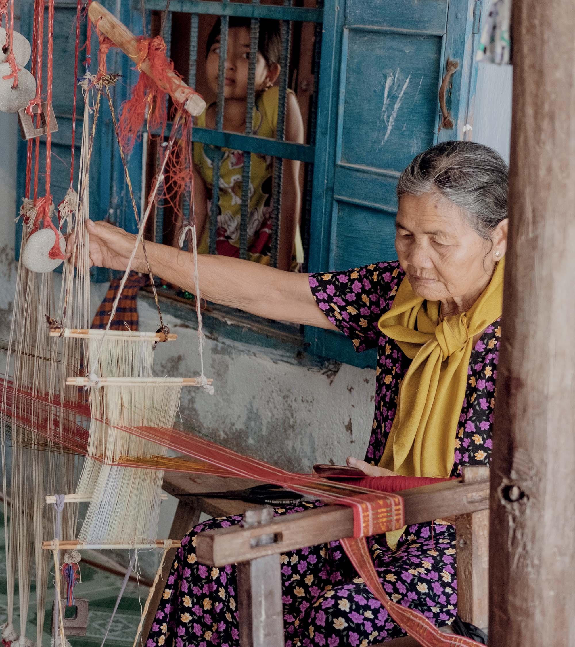 Ninh Thuận khung cửi dệt thổ cẩm