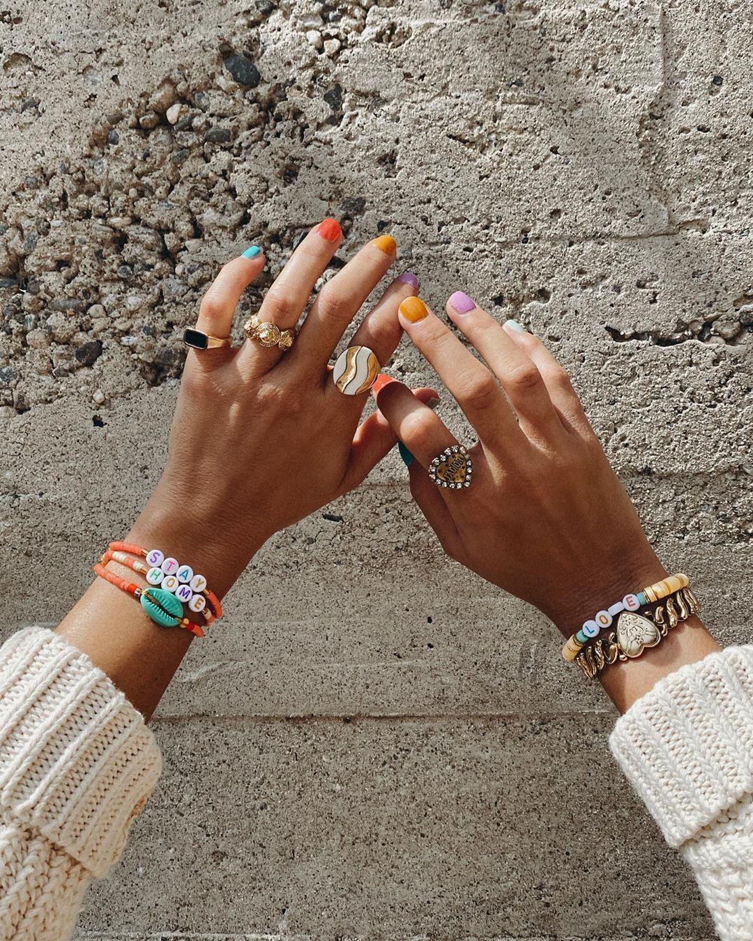 Vòng đeo tay xỏ hạt handmade nhiều màu sắc