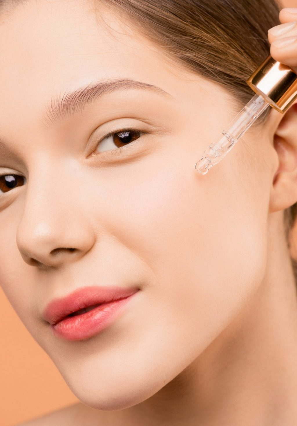 Cấp ẩm và cấp nước cho da - Bước cần thiết trong việc chăm sóc da dầu ngày Hè.