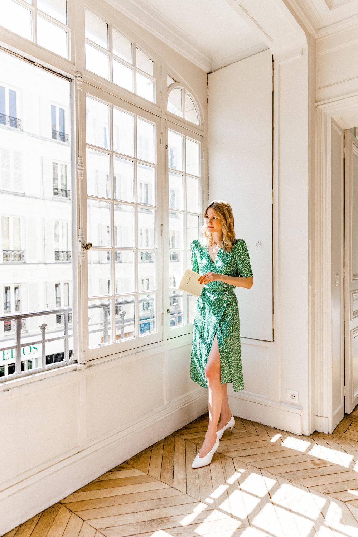 thời trang công sở đầm quấn wrap dress hoa xanh lá