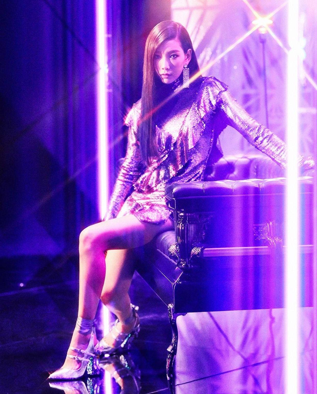 Ca sĩ Taeyeon mặc đầm sequin trong MV I Got Love