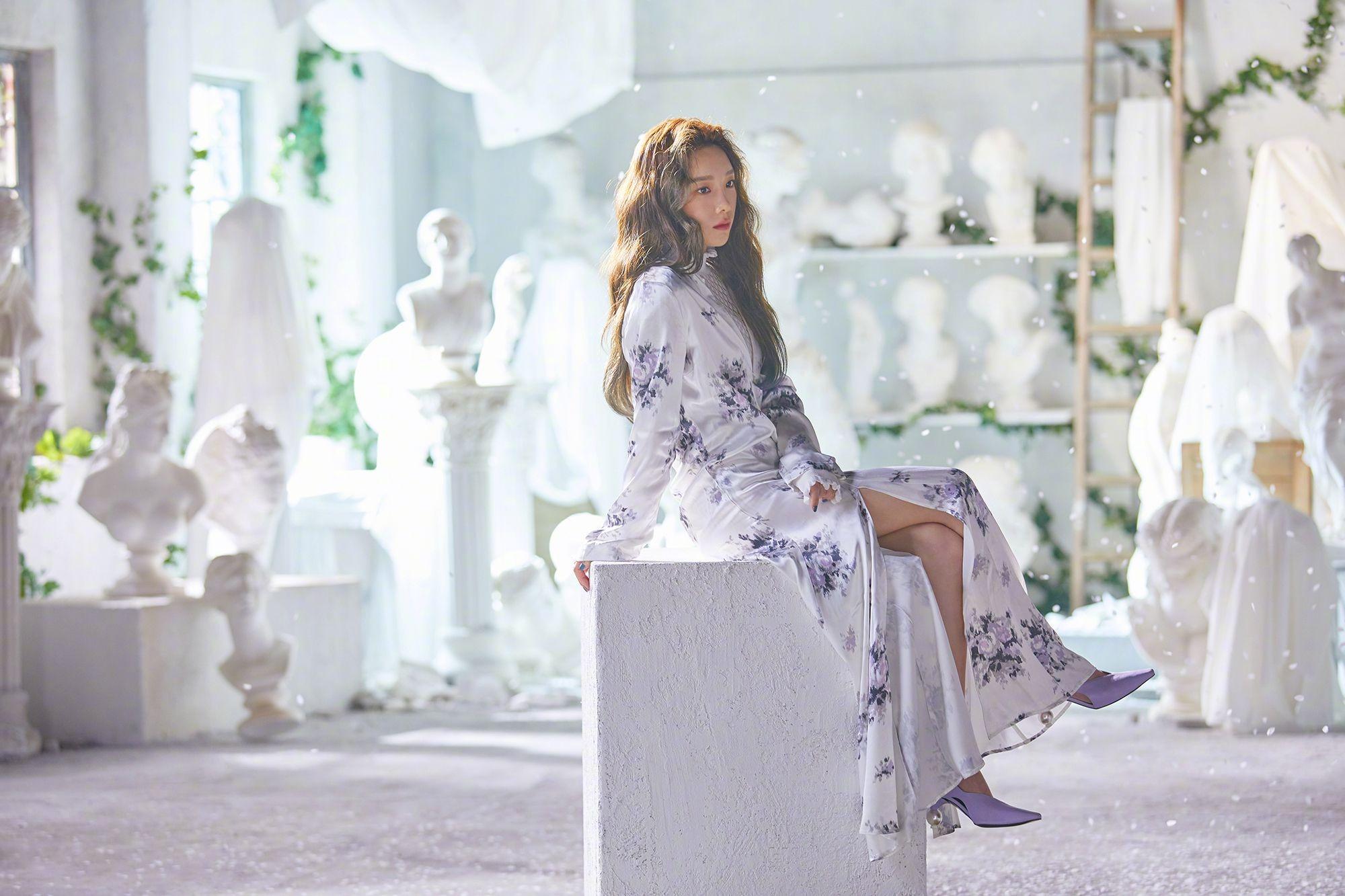 Taeyeon mặc đầm hoa trong MV Four Seasons