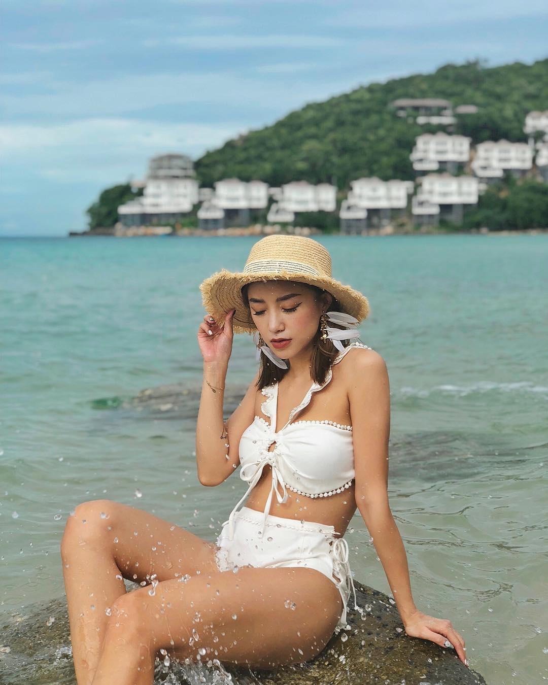 kiểu bikini đẹp nhún bèo màu trắng dây yếm cổ salim hoàng