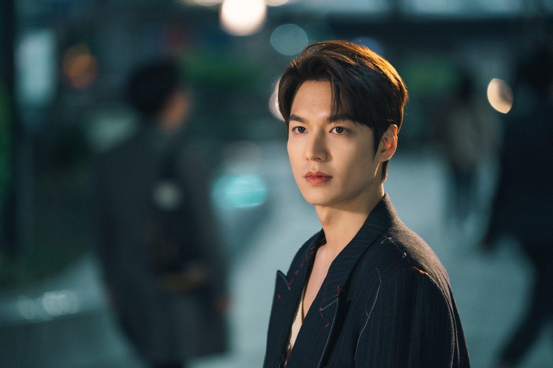 Lee Min Ho diện trang phục của Gucci trong phim Quân Vương Bất Diệt