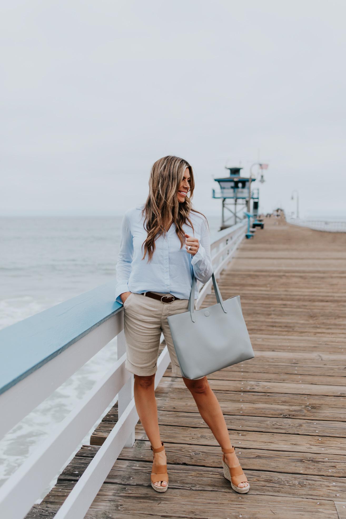 quần shorts nữ bermuda chất liệu line màu be áo sơmi xanh