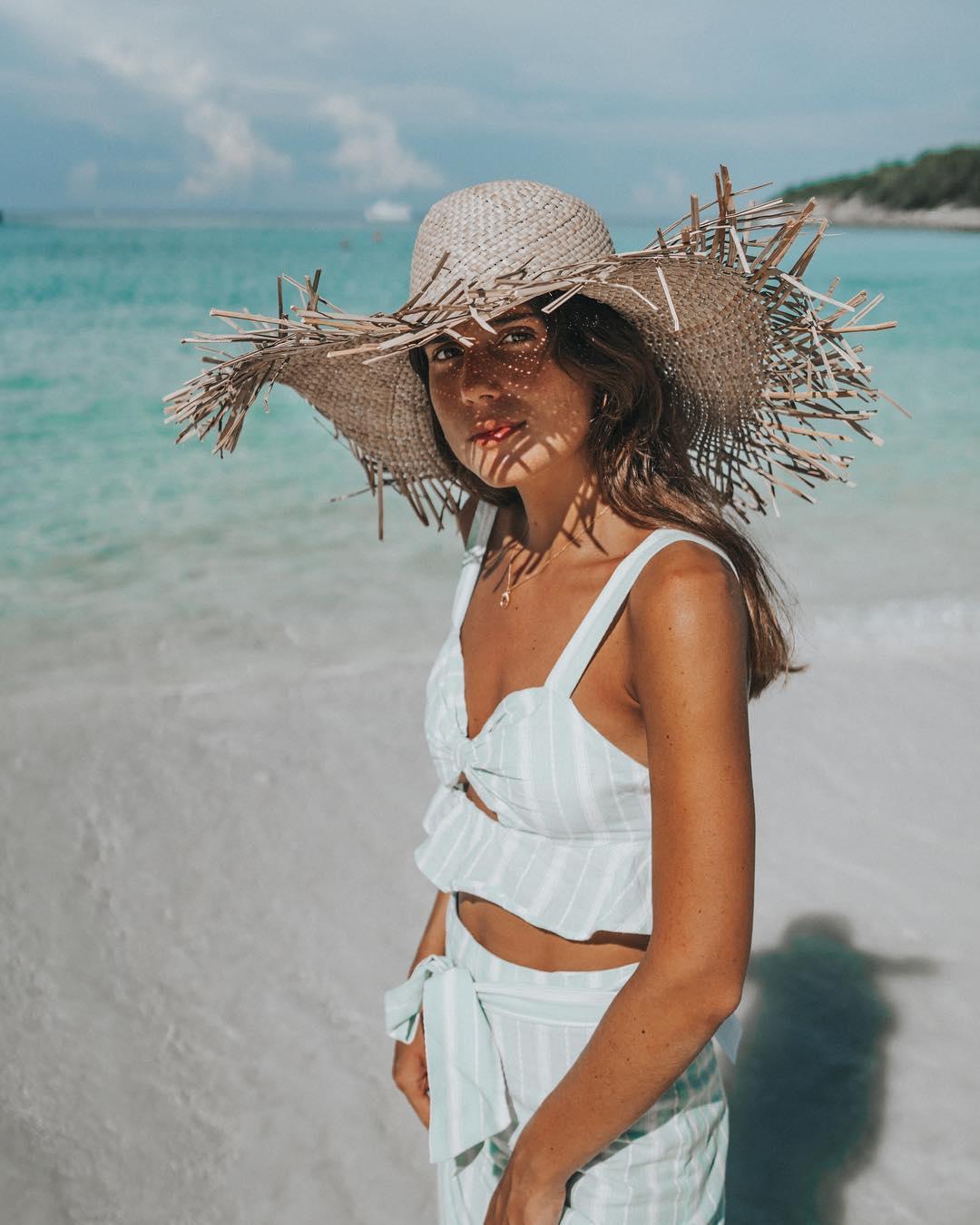 Mũ cói viền rơm đi biển mùa Hè