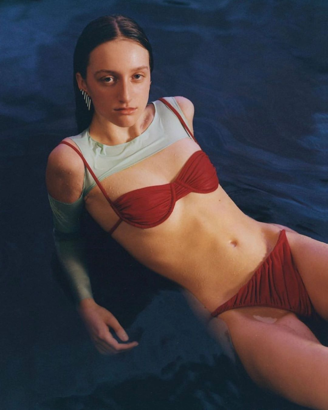 kiểu bikini đẹp nhún chun dây màu đỏ isa boulder