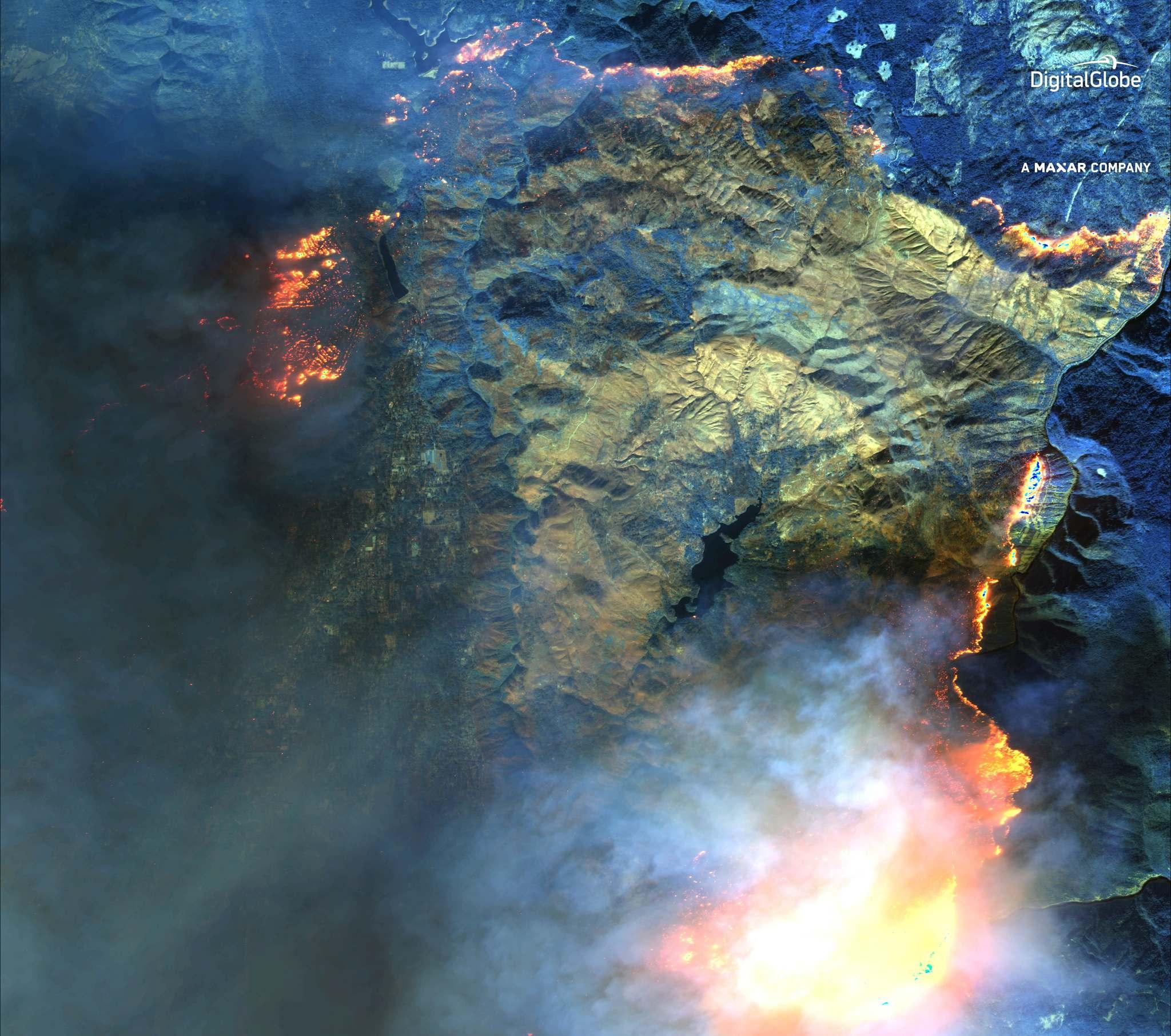 cháy rừng từ không gian trông như thế nào
