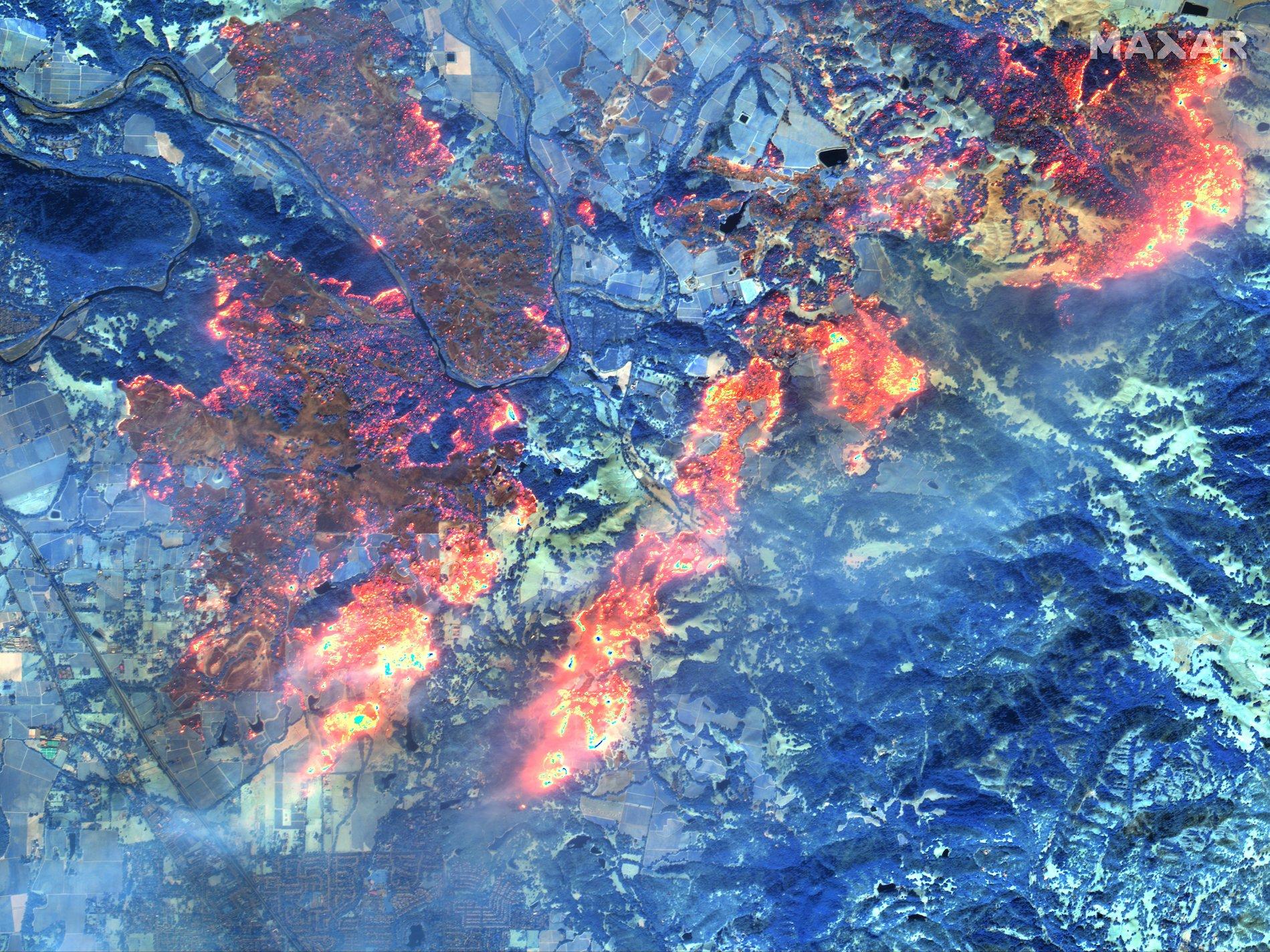 đám cháy nhìn từ không gian