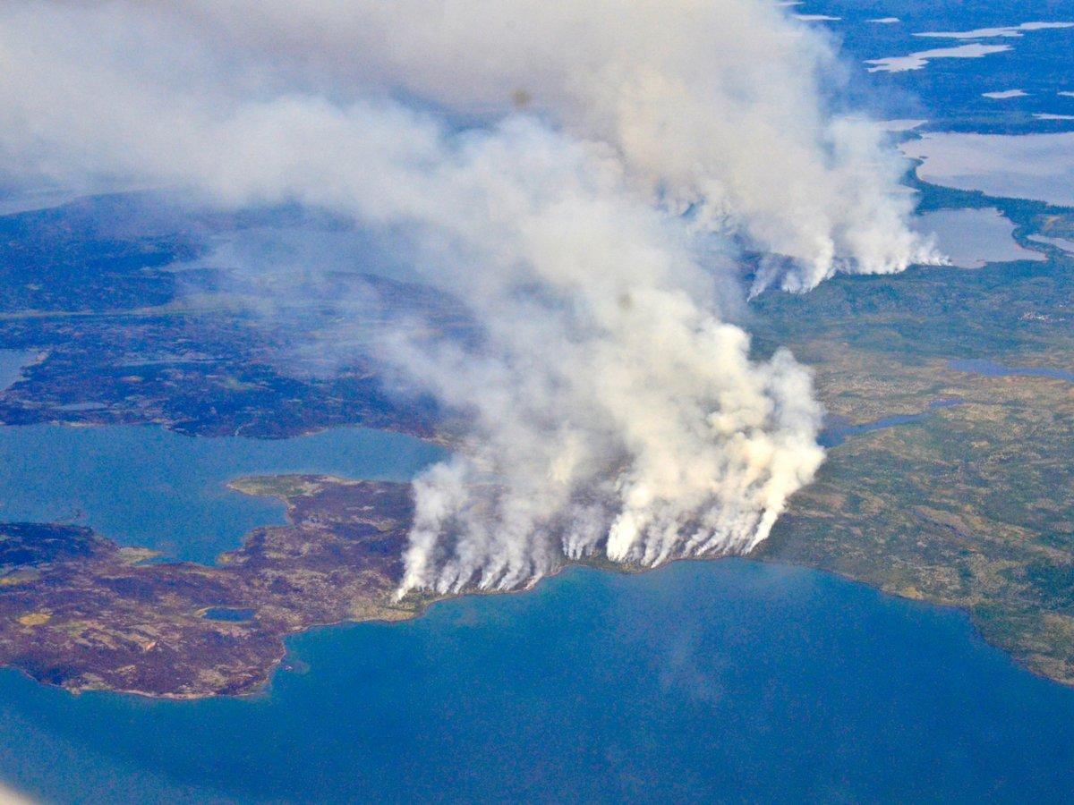 cháy rừng trông thế nào từ ngoài không gian