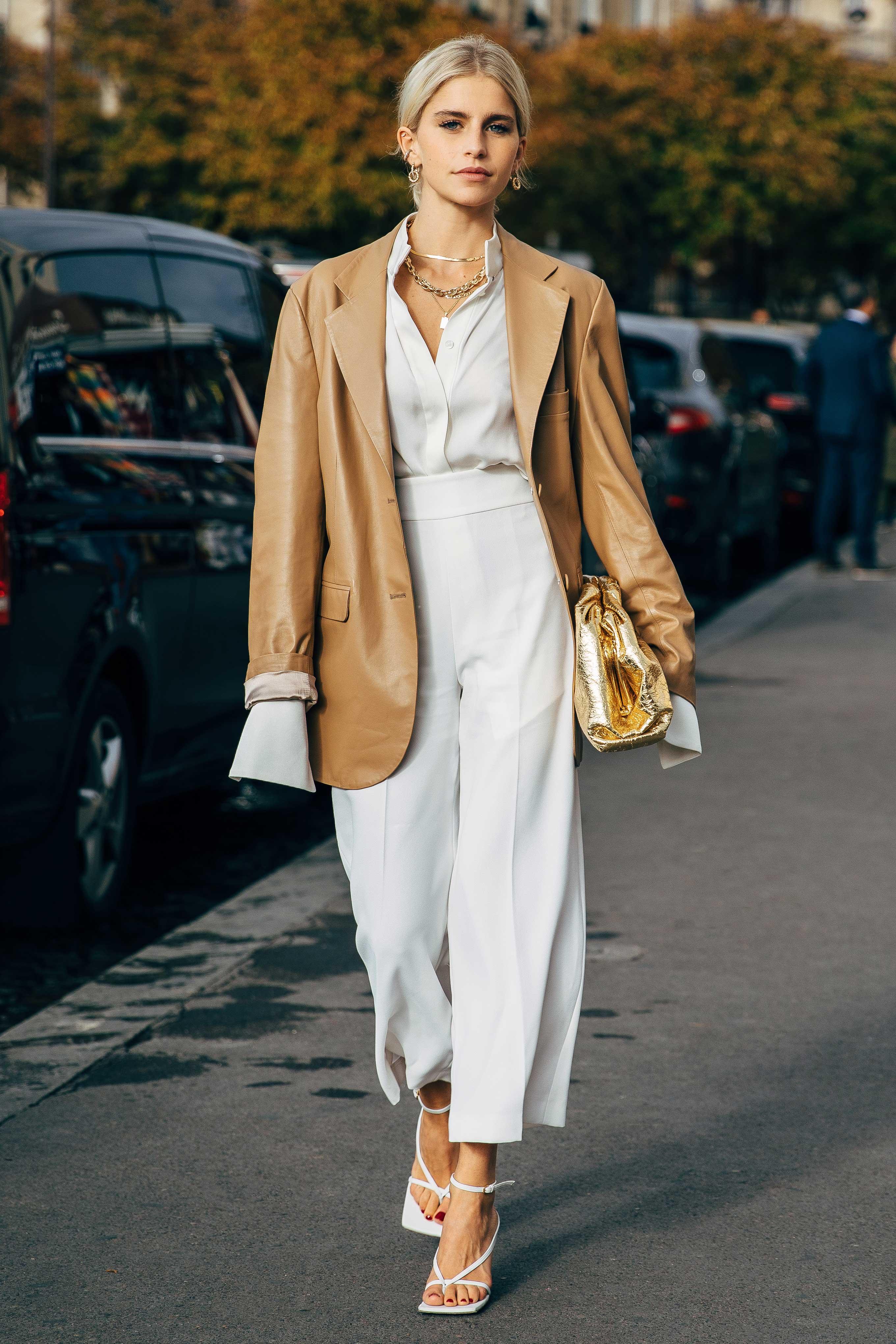 Mặc đẹp với áo mỏng và blazer trong mùa Hè
