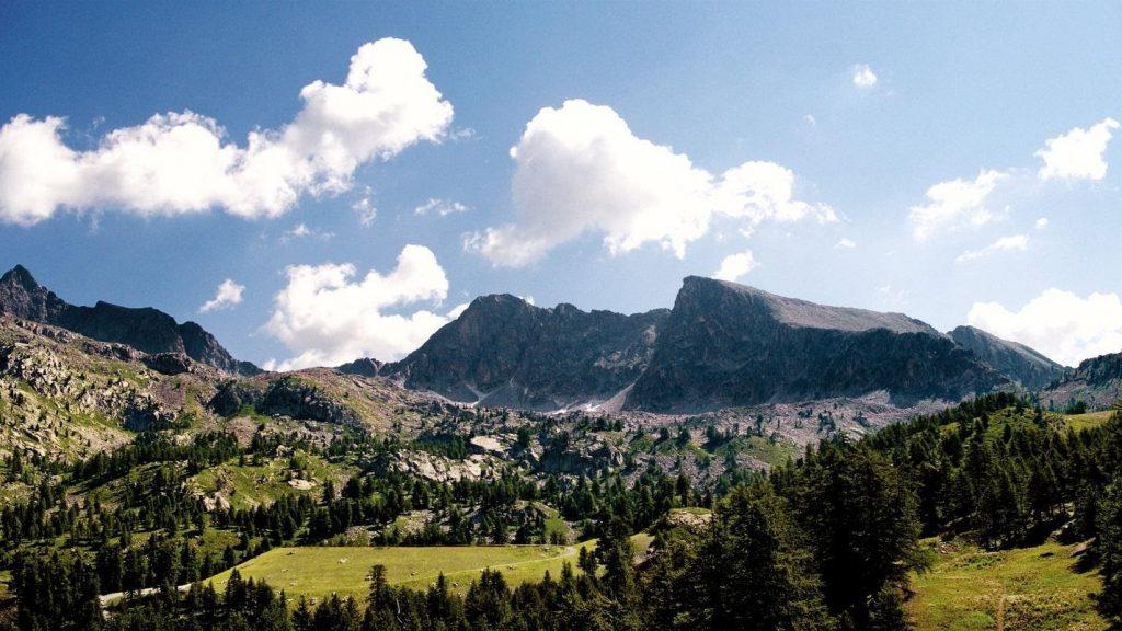 CHANEL-Cảnh núi.