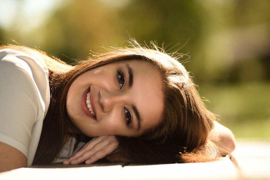 Dưỡng tóc từ các sản phẩm dịu nhẹ giúp tóc khoẻ đẹp và mềm mại.