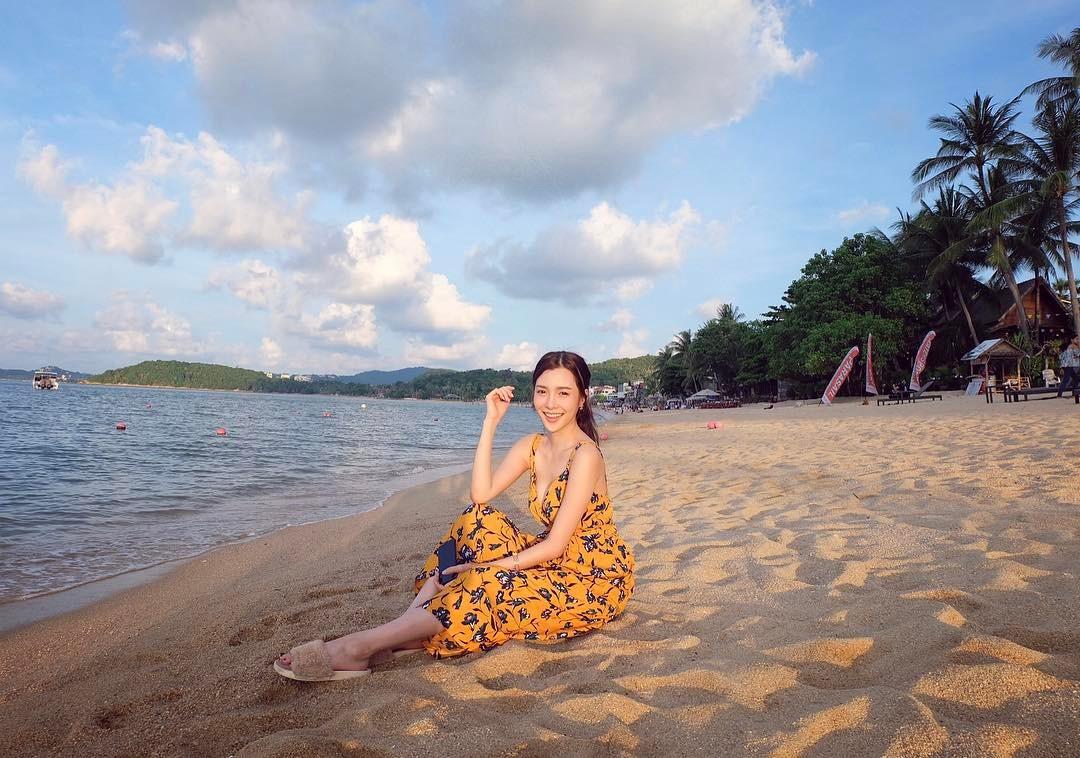 đầm maxi đi biển vàng họa tiết hoa đen