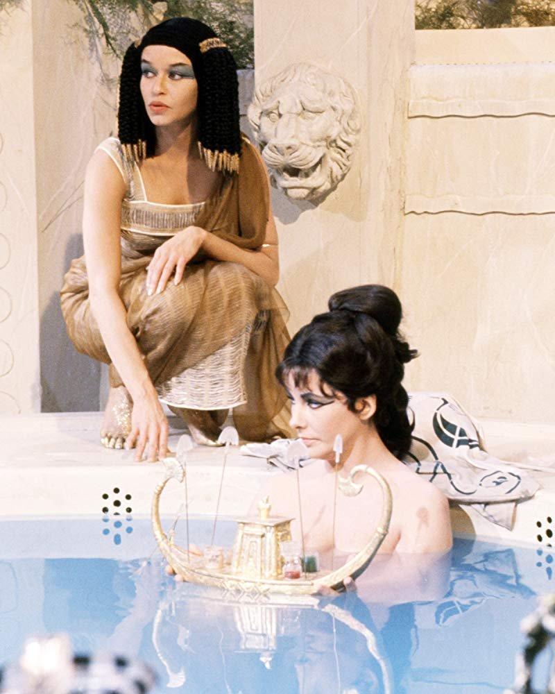 Chăm sóc da-Hai cô gái Ai Cập.