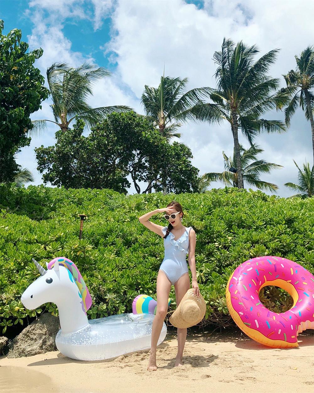 đồ bơi nữ một mảnh nhún bèo hoa màu trắng jessica