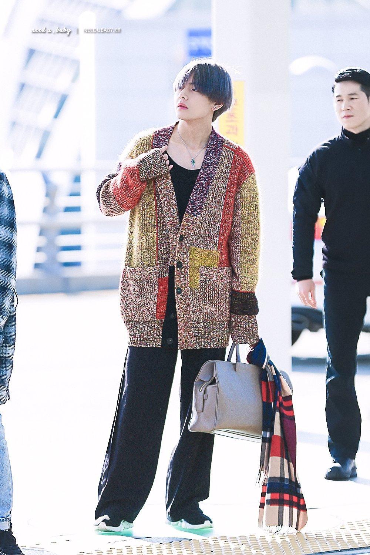 thời trang sao Hàn V thích mặc ống rộng thùng thình