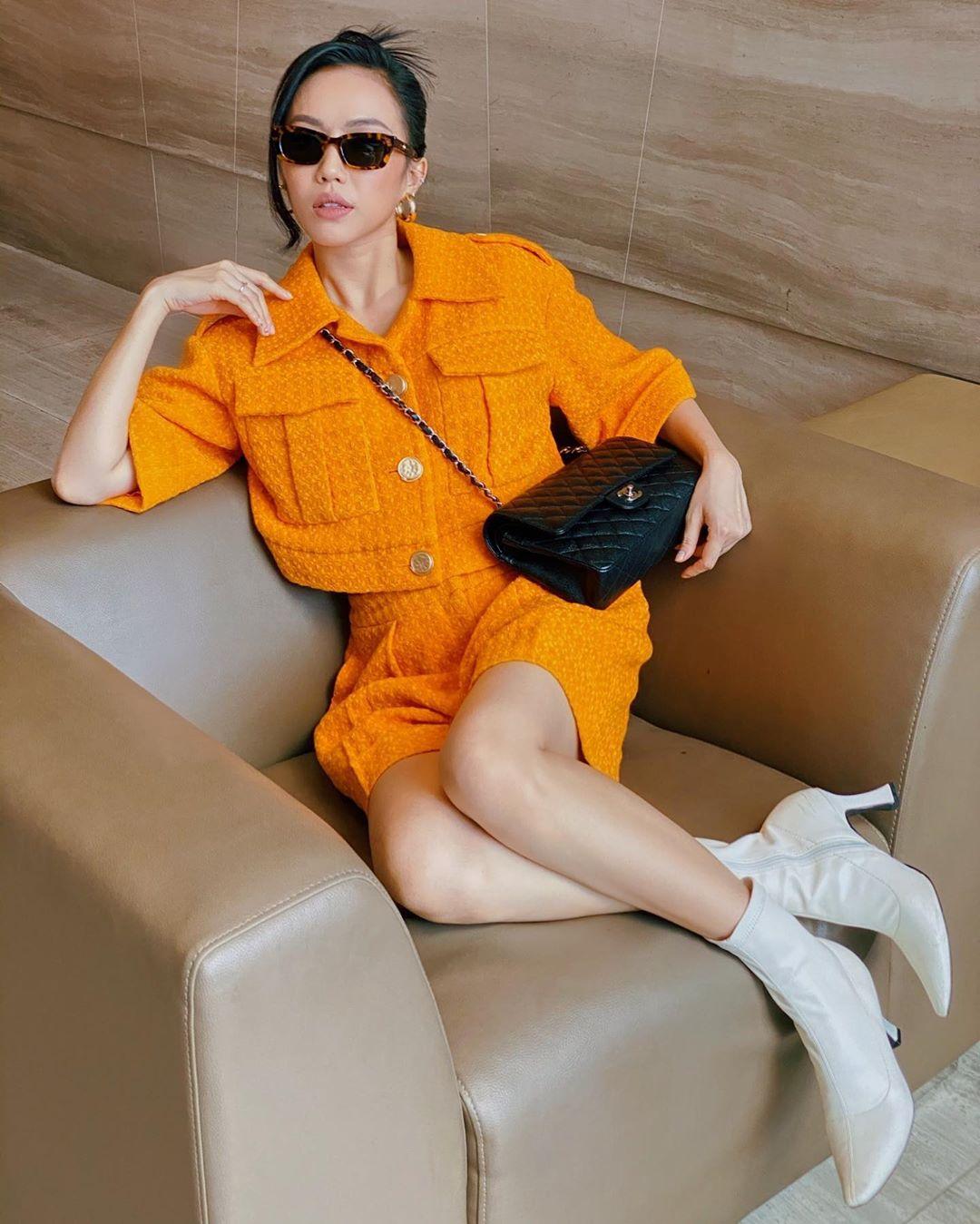 Diệu Nhi đeo kính thời trang hình chữ nhật, diện đồ màu cam