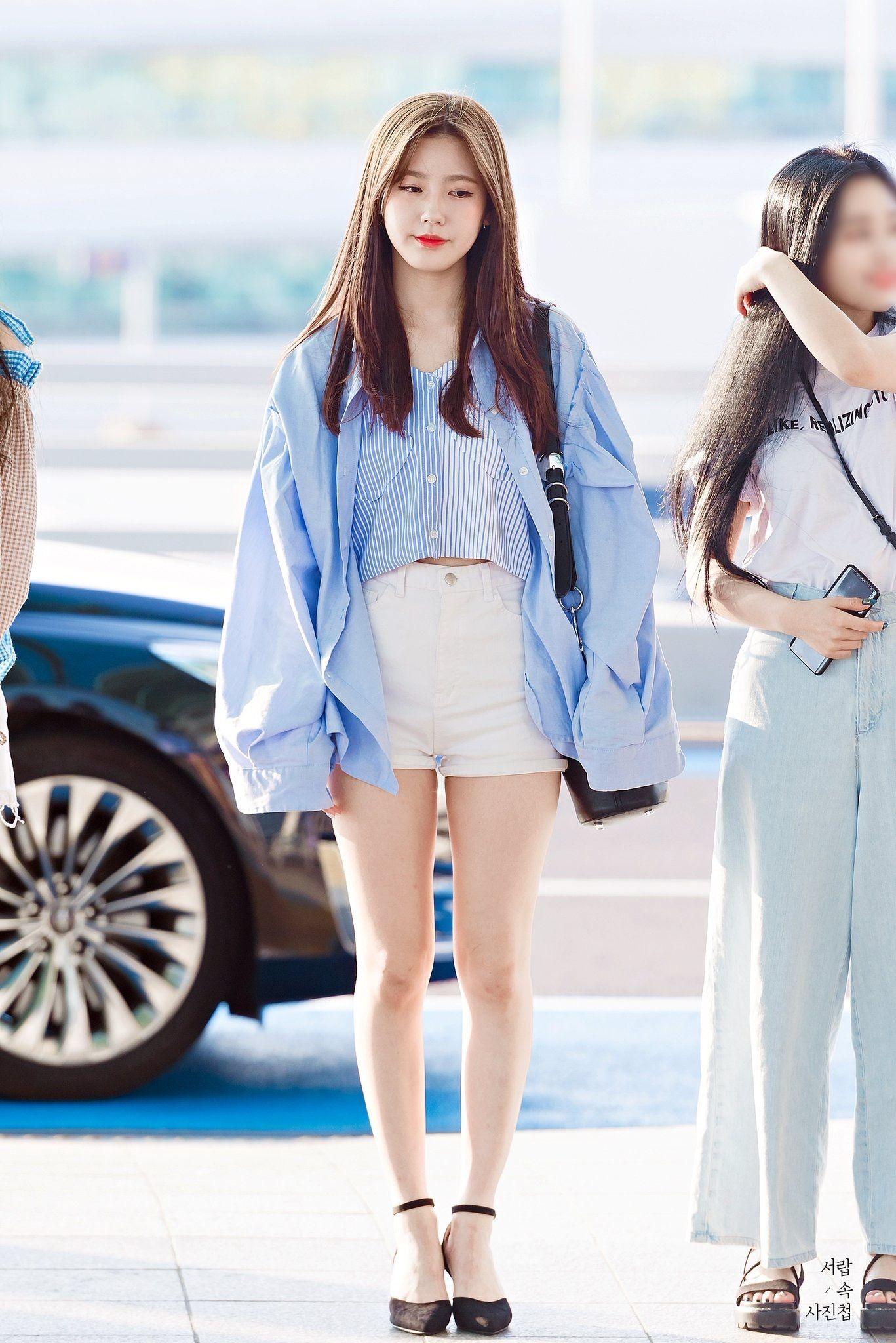 miyeon mặc áo sơ mi rộng thành áo khoác