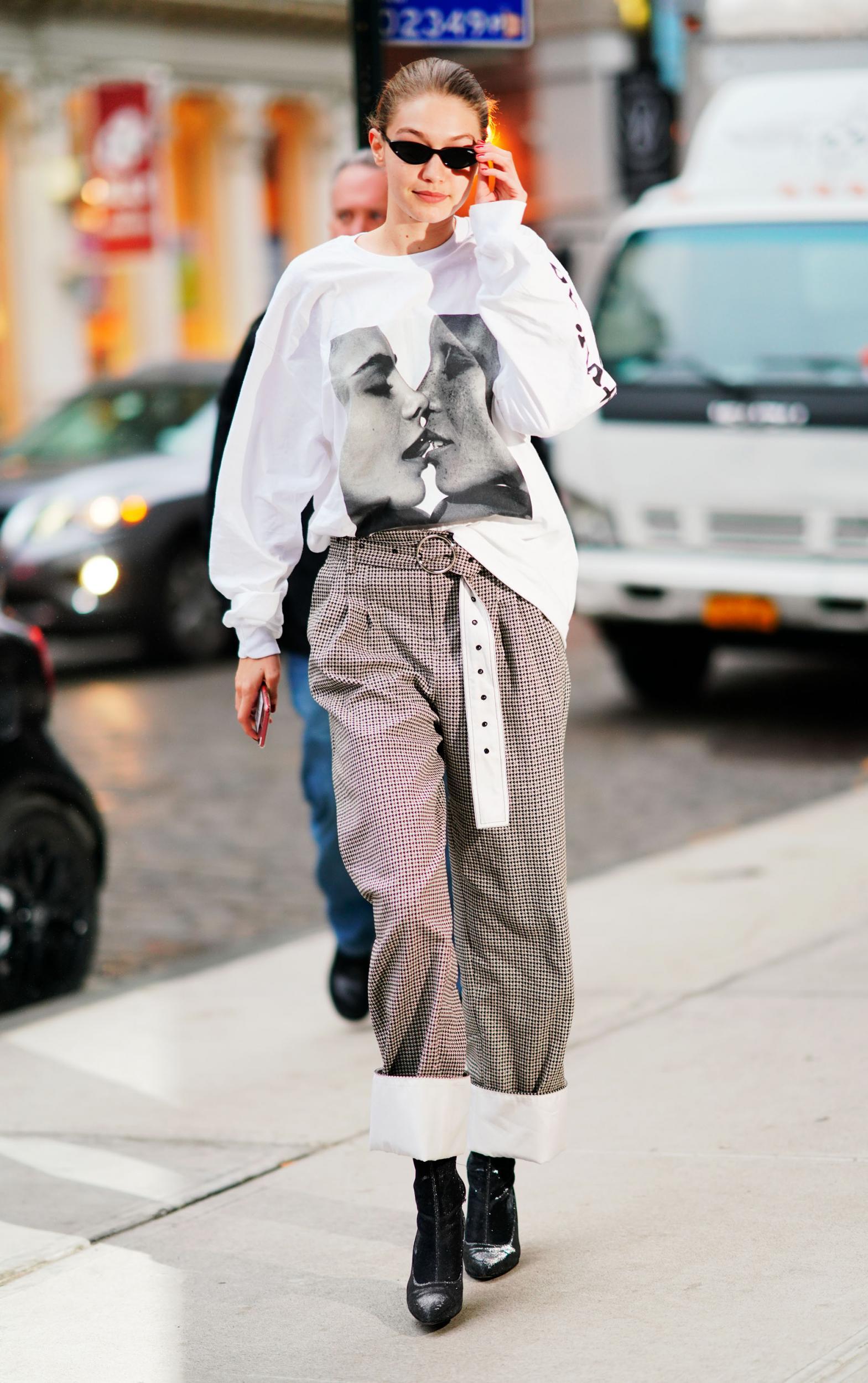 cách mặc đẹp đóng thùng sơ vin áo thun oversize