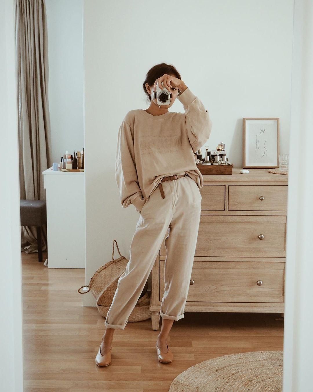 cách mặc đẹp với trang phục monochrome màu be