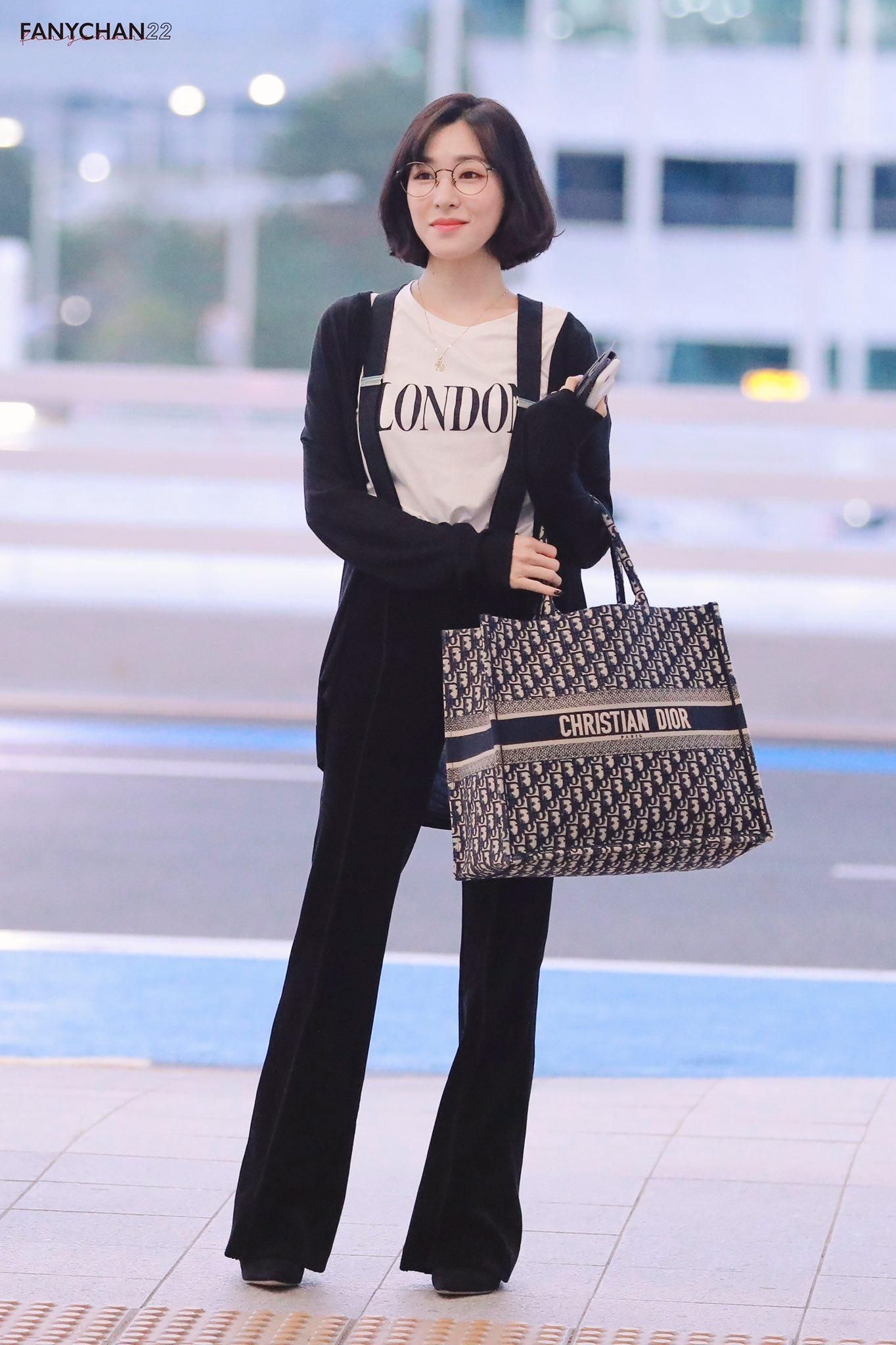 Mặc đẹp cho dáng người quả lê như Tiffany với quần ống loe màu đen
