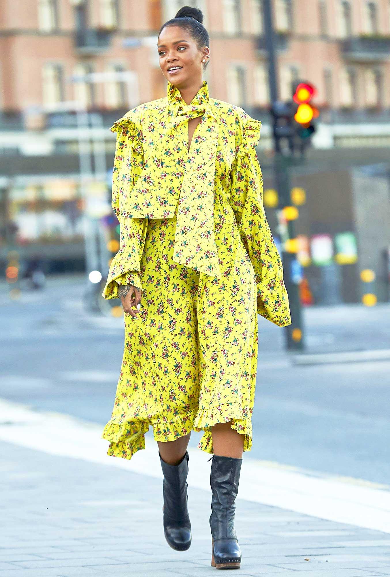 Mặc đẹp cho dáng người quả lê như Rihanna với đầm in hoa màu vàng