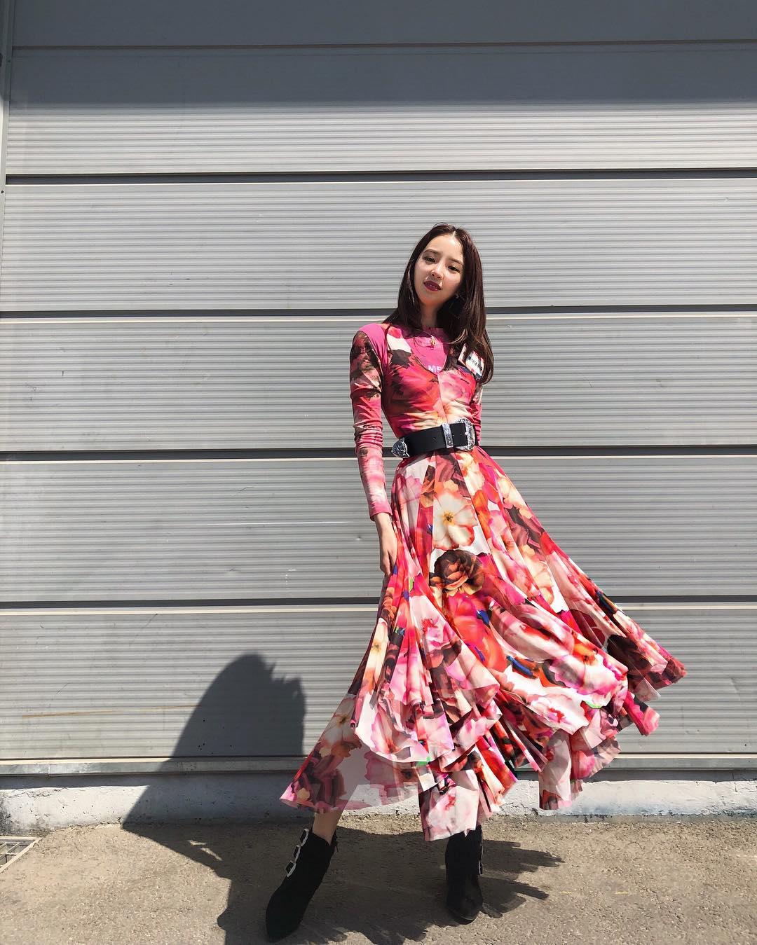 đầm cho dáng hình chữ nhật đầm váy xòe hồng tay dài irene kim