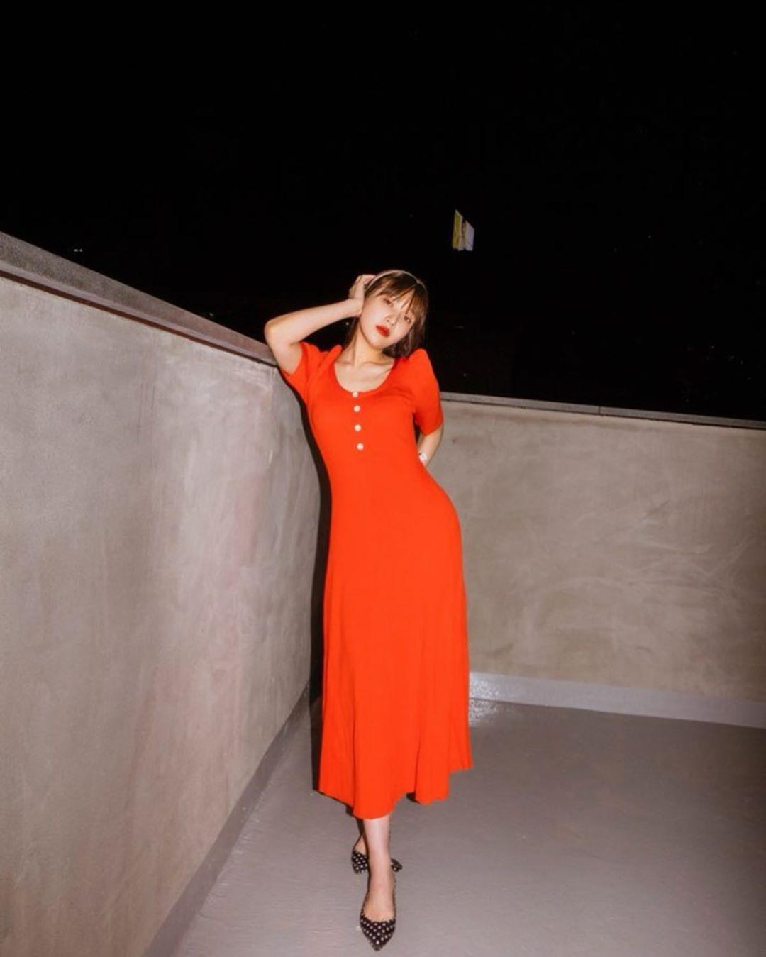 đầm cho dáng hình chữ nhật đầm suông màu đỏ
