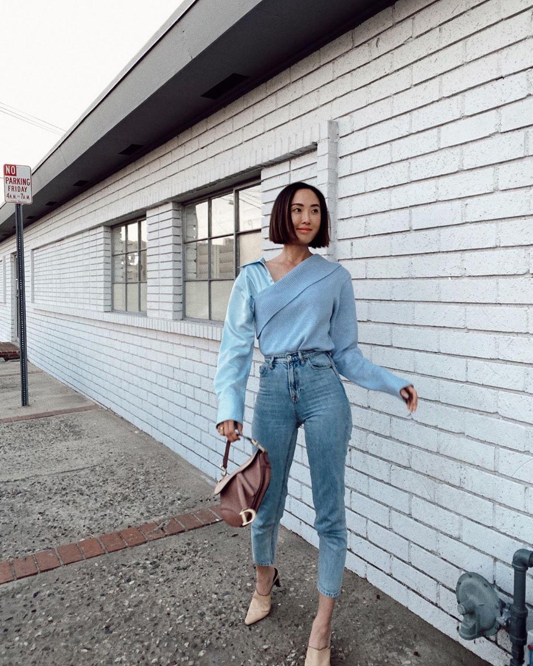 Thời trang cung hoàng đạo Song Tử tháng 5 - áo màu xanh pastel và quần jeans