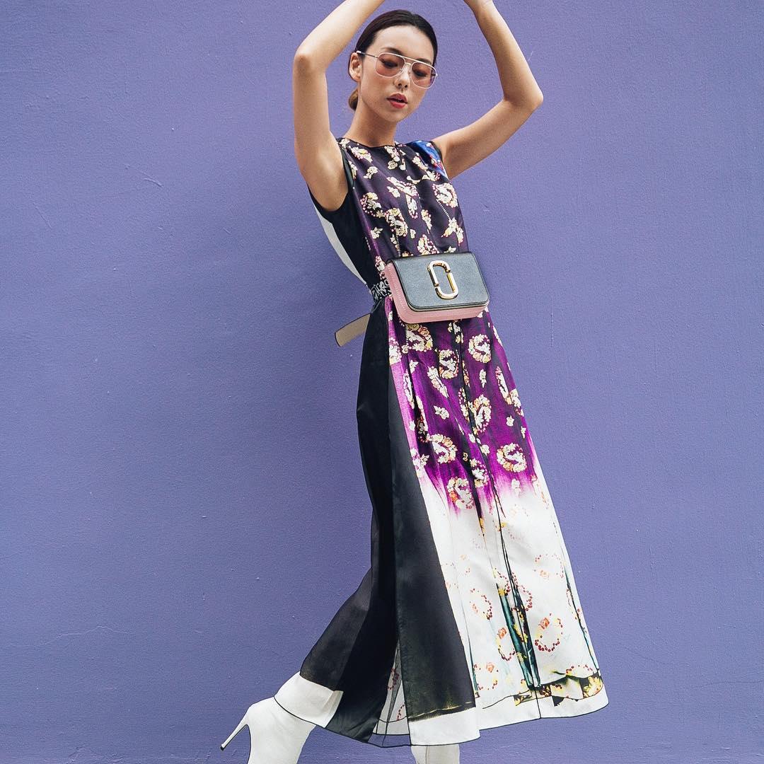 Thời trang cung hoàng đạo Thiên Yết tháng 5 - trang phục hoa màu tím