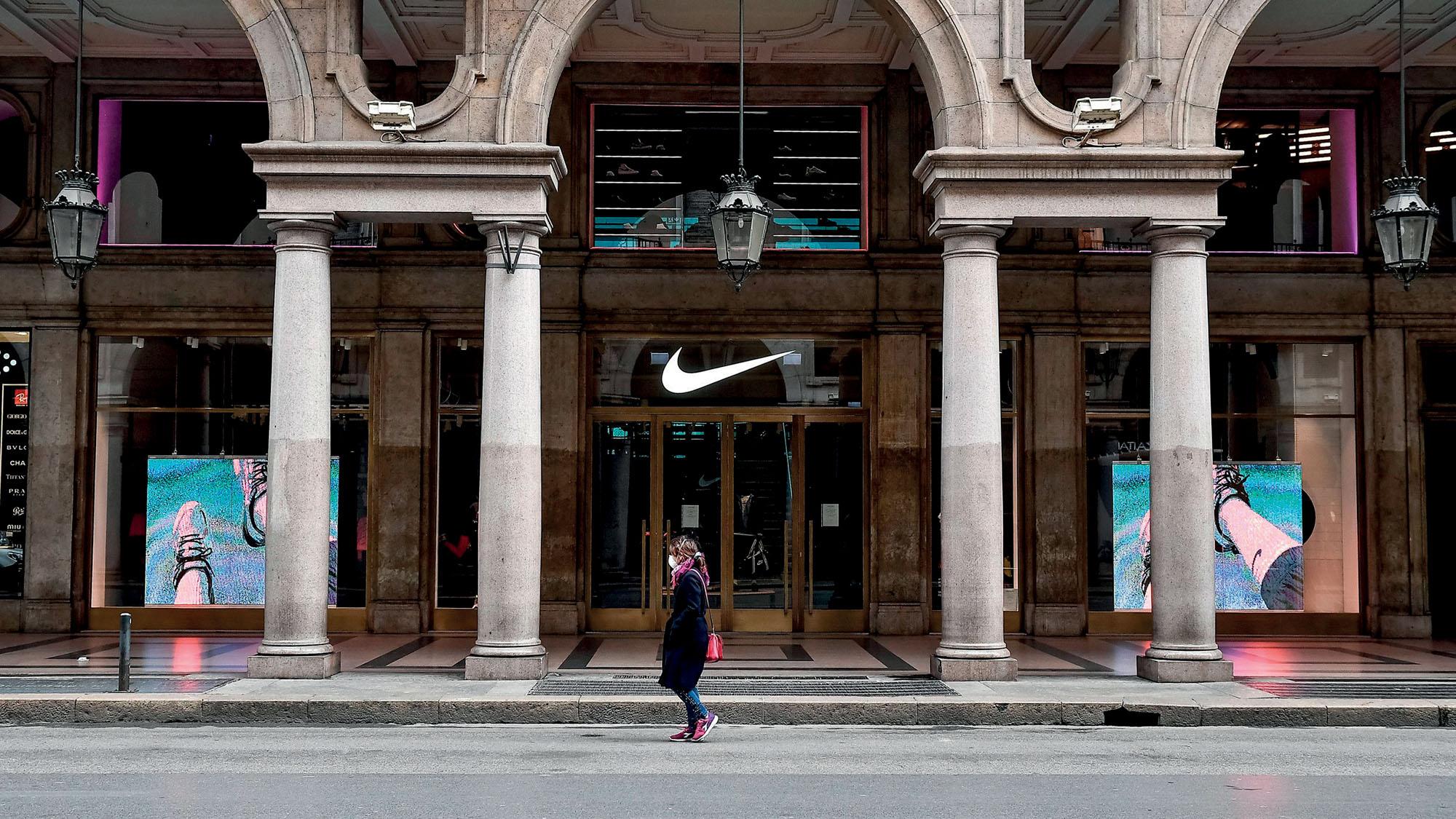 Tình hình ngành thời trang - Cửa hàng Nike