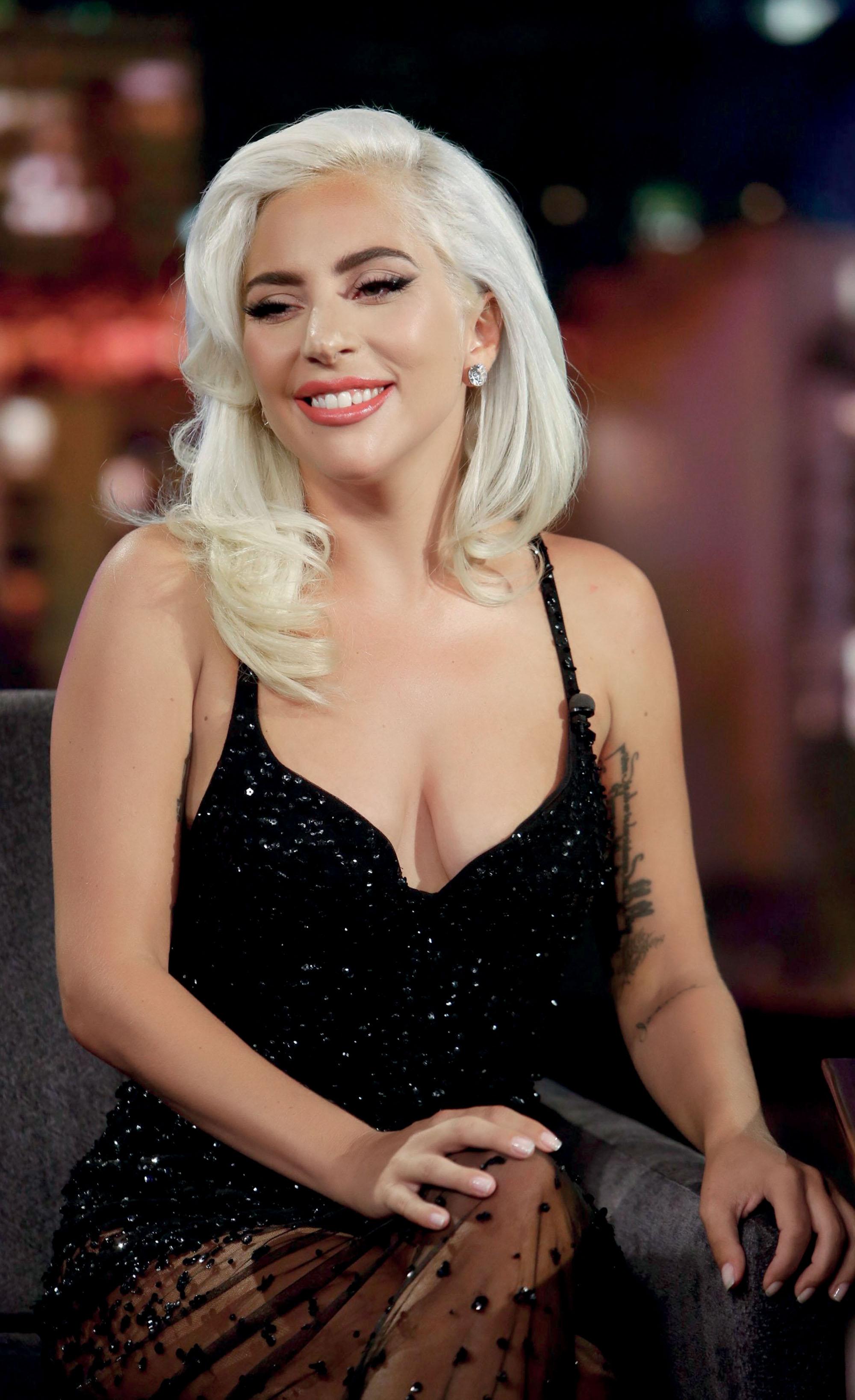 Tình hình ngành thời trang - nữ ca sĩ Lady Gaga