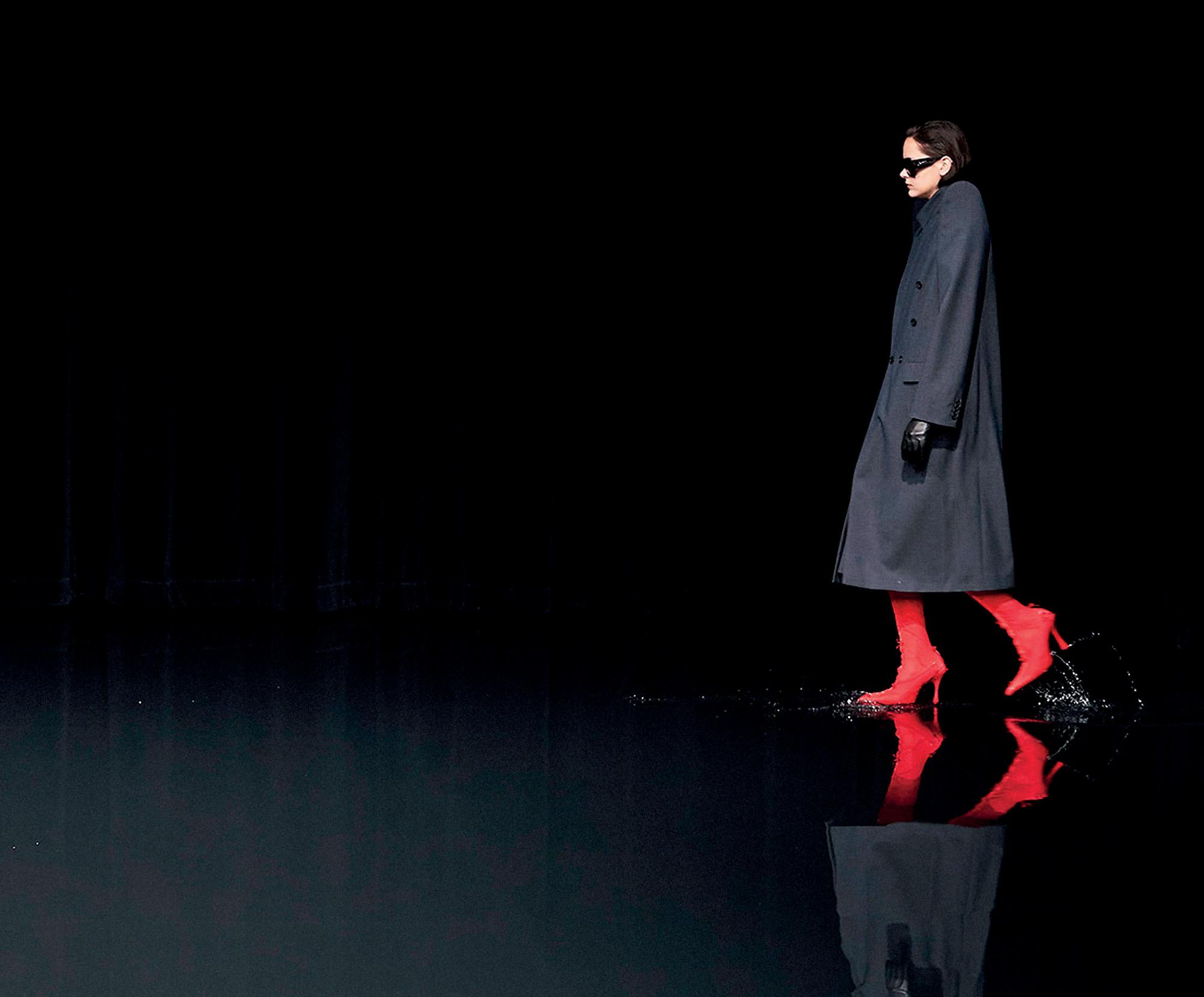 Tình hình ngành thời trang - thời trang sàn diễn Thu Đông Balenciaga