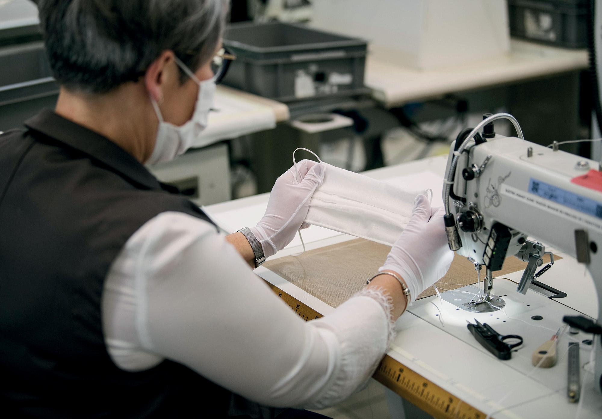 Tình hình ngành thời trang - quá trình sản xuất khẩu trang
