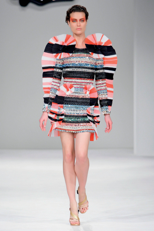 Tình hình ngành thời trang - sàn diễn Xuân Hè 2020 của Viktor & Rolf